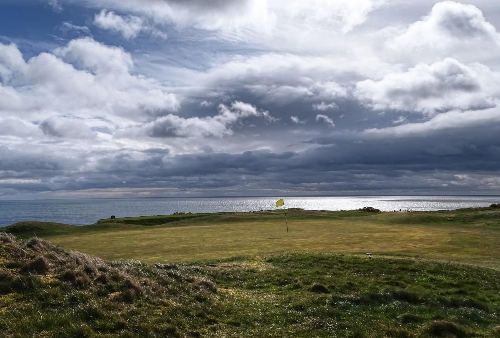 Die Irische See sorgt für spannende Ausblicke im Ardglass Colf Club