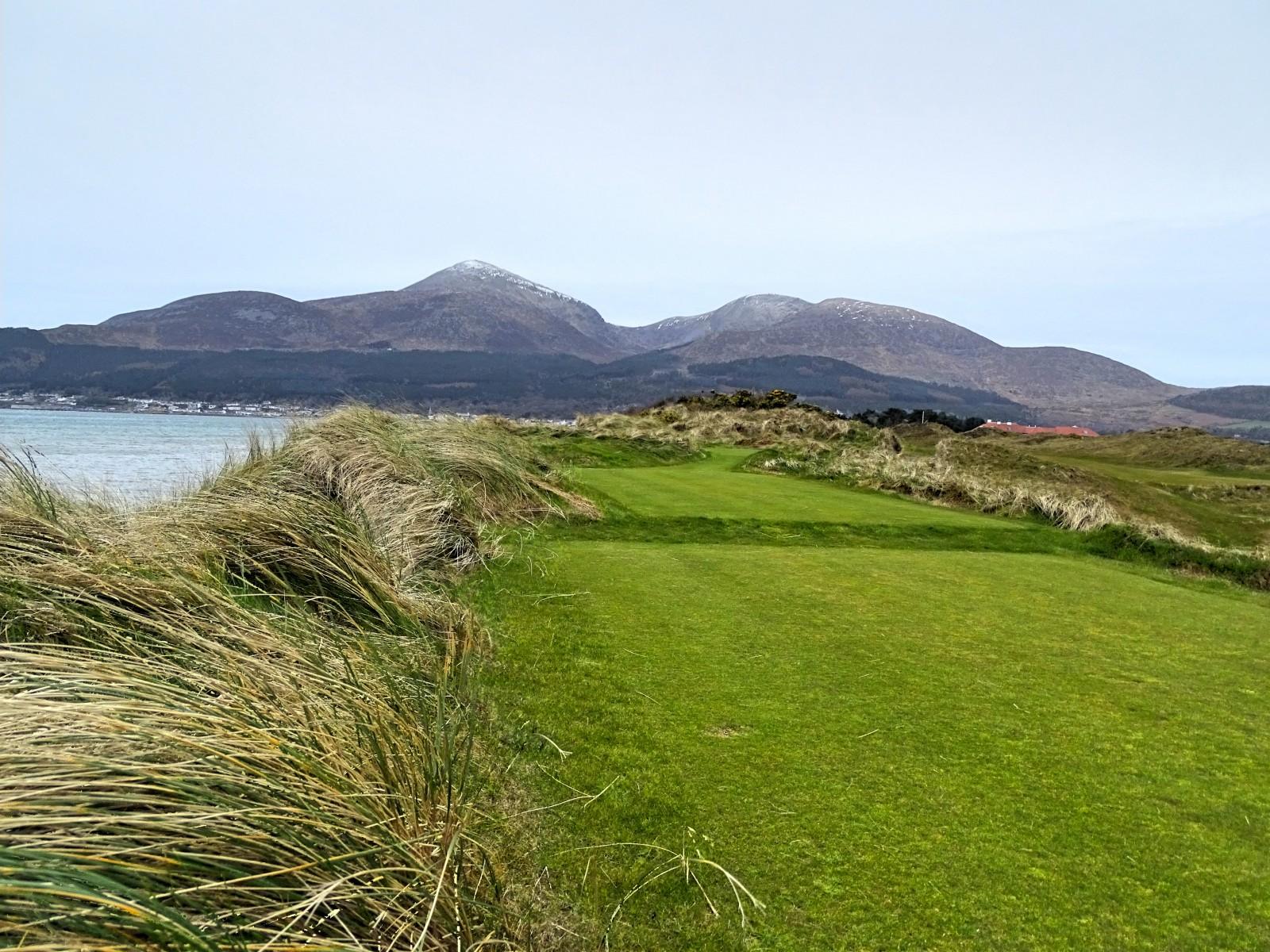 Royal County Down, Blick von Tee 2 zurück