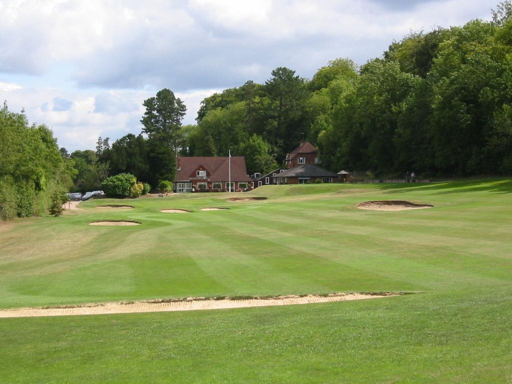Grün Loch 18 mit Clubhaus