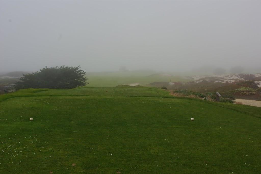 Abschlag der 12 im Nebel