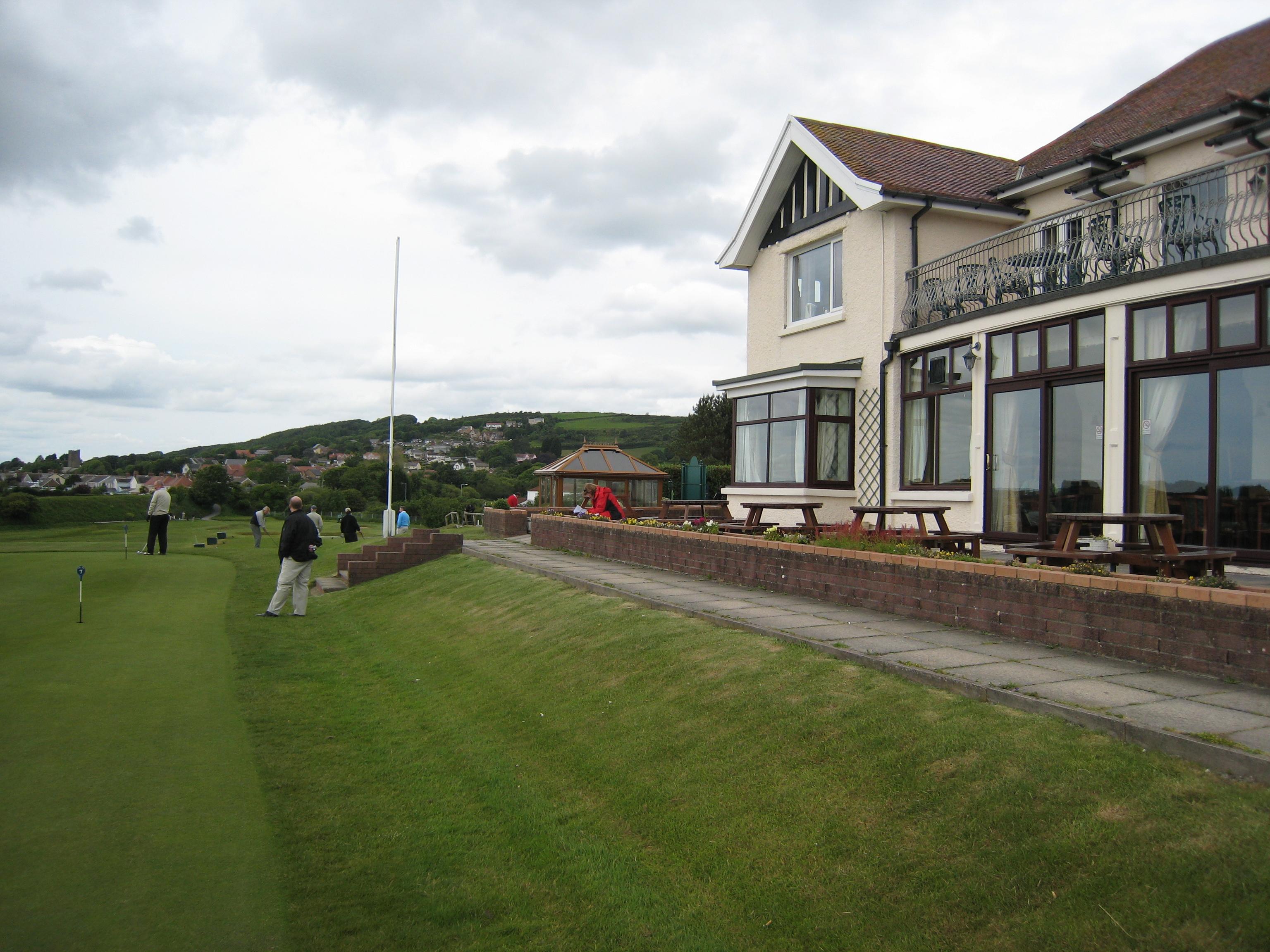 Clubhaus und Teil des Puttinggrüns