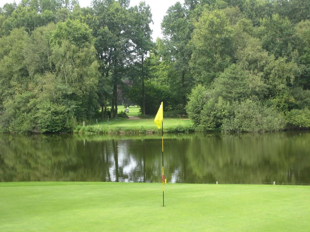 Blick vom Grün der 11 über den Bredenbeker Teich zurück zu Abschlag