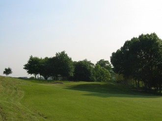 Uxbridge - Hügelige Landschaft mit schrägen Fairways