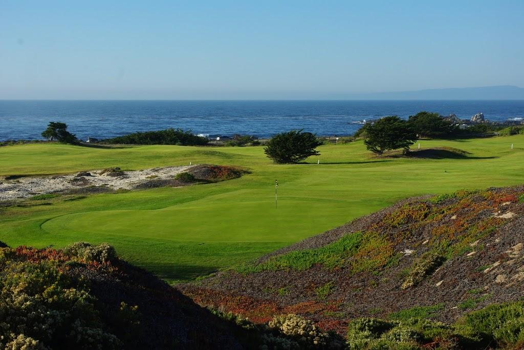 Blick über das Grün der 15 Richtung Pazifik