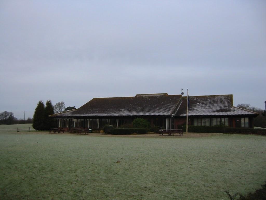 Clubhaus am frühen Morgen