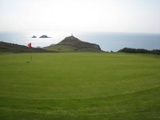 Grün Loch 1 mit Blick auf Cape Cornwall