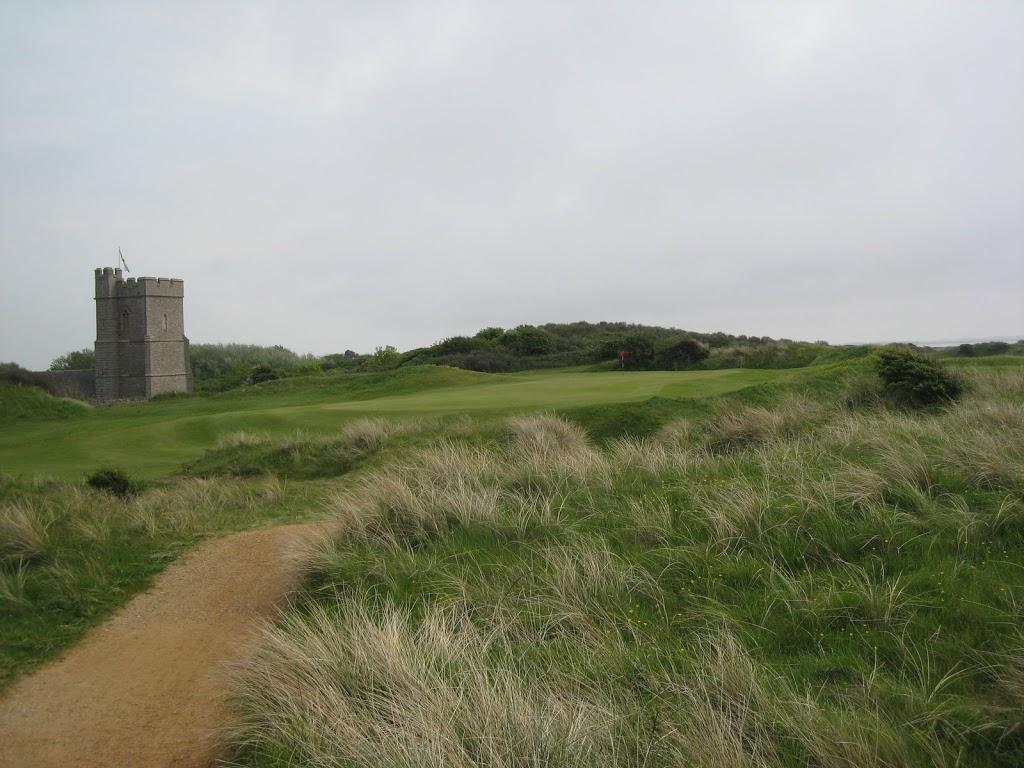Loch 12 mit Blick auf die Church