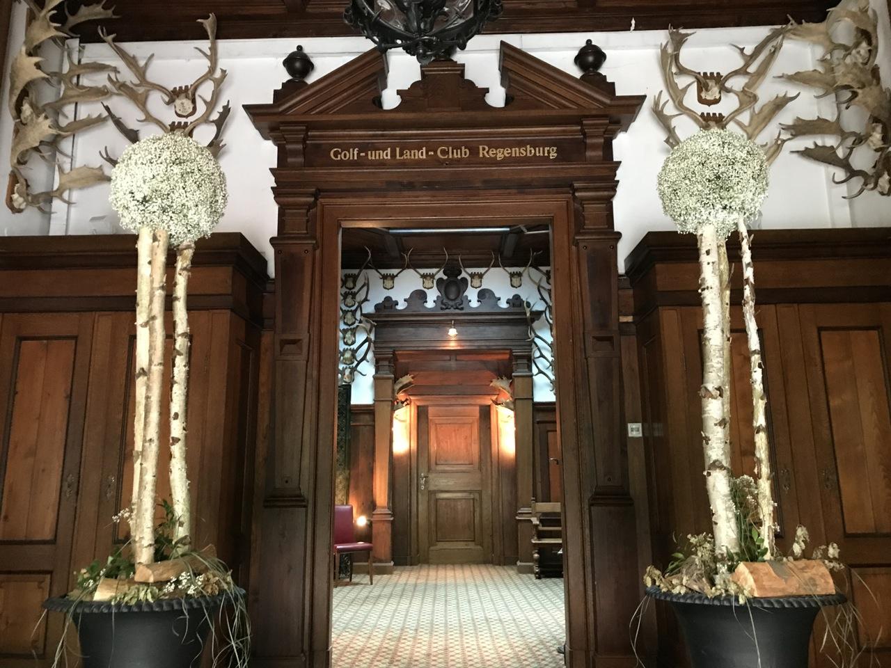 Die Eingangshalle des ehemaligen Jagdschlosses