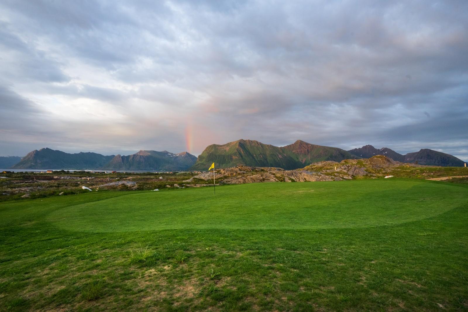 Lofoten Golf Links: Regenbogen um 23.34 Uhr