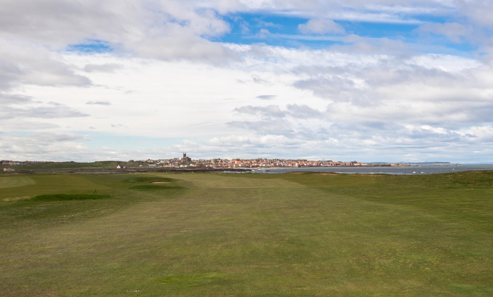 Dunbar Loch 14 mit Blick auf die Stadt